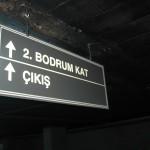 Tavandan Askılı Otopark Yazısı