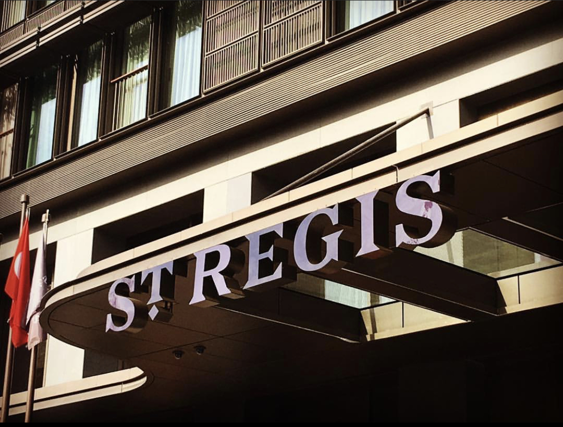 St. Regis İstanbul tabela